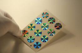 KTU mokslininkų kūrinys: inovatyvios hologramos su nanodalelėmis ir programėlė jų stebėjimui