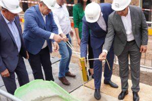 """KTU """"M-Lab"""" laboratorijų kompleksas įamžino statybų pradžią: Kaune įkasta kapsulė su laišku ateities kartoms"""